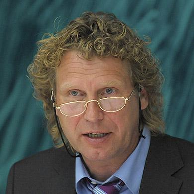 prof-dr-bernd-raffelhueschen